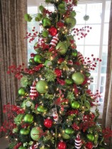 christmas-home-decor-ideas-in-traditional-red-and-green-5-554x738